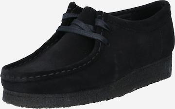 Scarpa stringata 'Wallabee' di Clarks Originals in nero