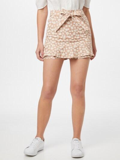 Trendyol Shorts in beige / gelb / weiß, Modelansicht