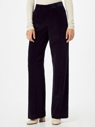 Pantaloni cutați GAP pe mov mură, Vizualizare model