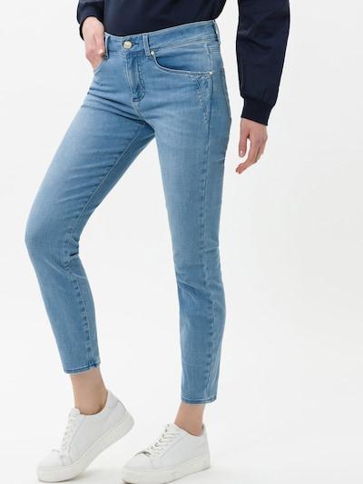 BRAX Jean 'Ana S' en bleu denim, Vue avec modèle