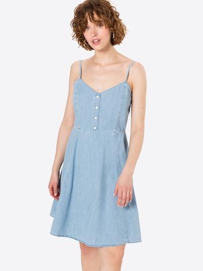GAP Ljetna haljina u plavi traper, Prikaz modela