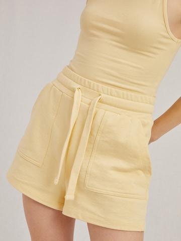 A LOT LESS Shorts 'Liv' - (GOTS) in Gelb
