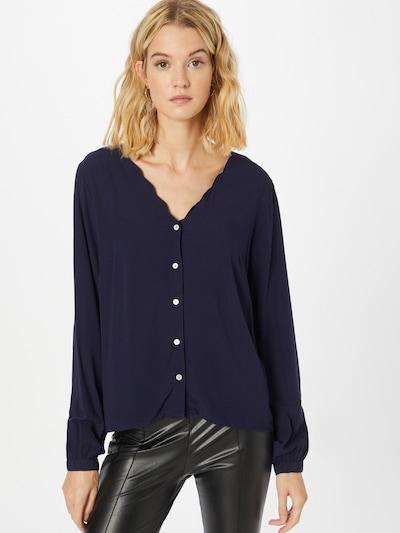 ABOUT YOU Blus 'Nina' i mörkblå, På modell