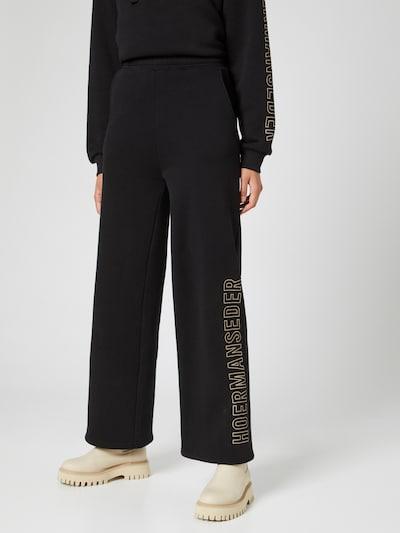Hoermanseder x About You Spodnie w kolorze czarnym, Podgląd na modelu(-ce)