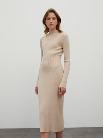 EDITED Gebreide jurk 'Hada' in Beige