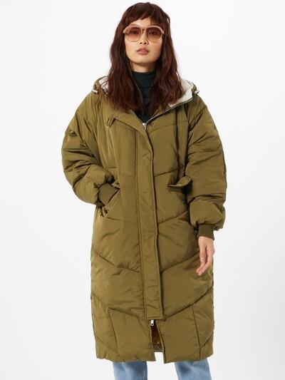 NÜMPH Mantel in oliv, Modelansicht