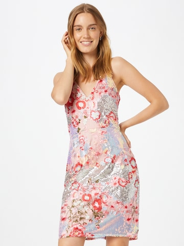 Rochie de la Chi Chi London pe roz