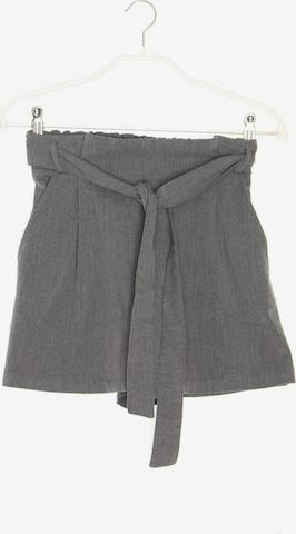 Pull&Bear Shorts in S in Grau