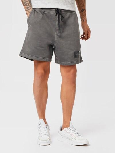 Pantaloni Tommy Jeans pe gri, Vizualizare model