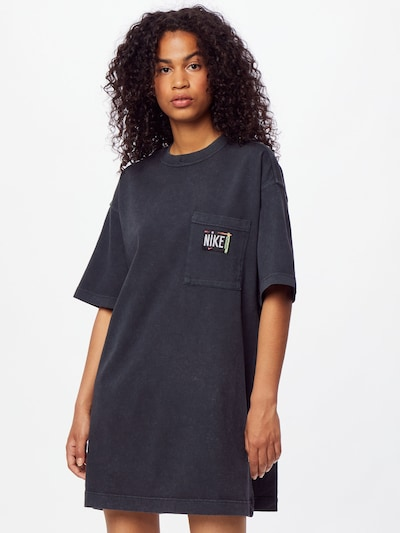Nike Sportswear Kleid in schwarz, Modelansicht