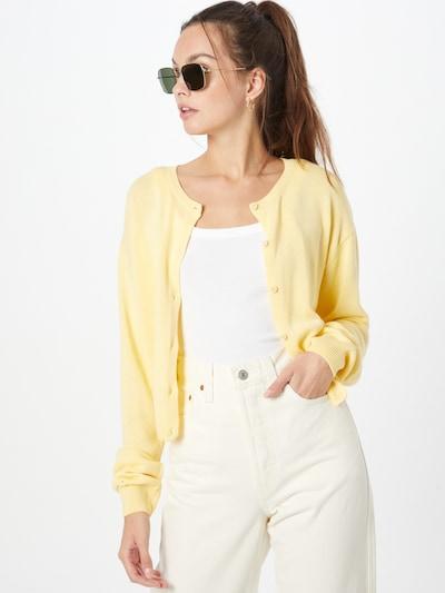 NU-IN Strickjacke in gelb, Modelansicht