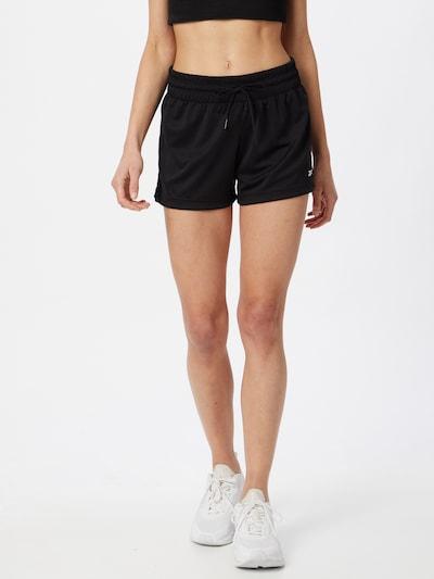 Reebok Sport Shorts in schwarz / weiß, Modelansicht