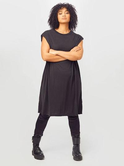 Urban Classics Curvy Kleid in schwarz, Modelansicht