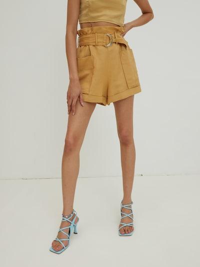 Pantaloni cutați 'Miley' EDITED pe galben curry, Vizualizare model