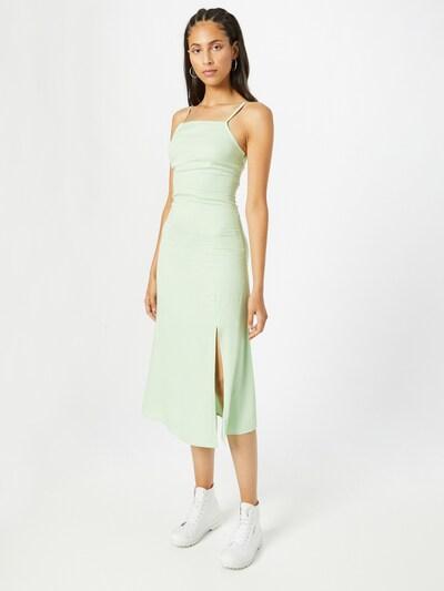 NU-IN Kleid in hellgrün, Modelansicht