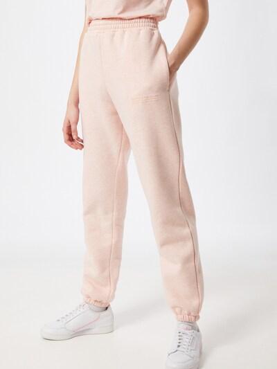 PARI Pantalon en rose, Vue avec modèle