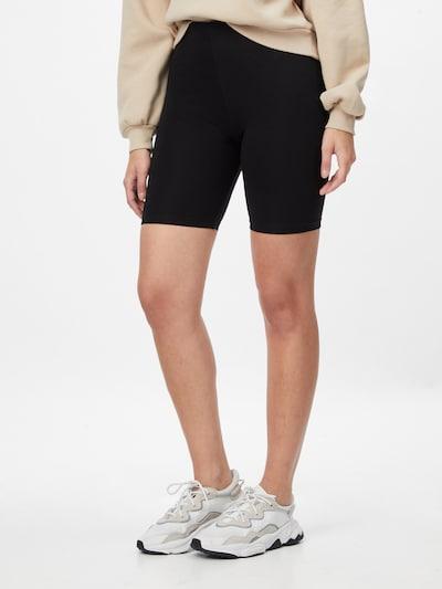 ABOUT YOU Shorts 'Marie' in schwarz / weiß, Modelansicht