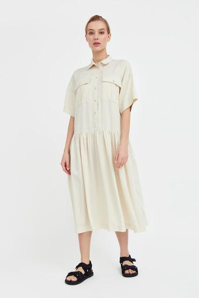 Finn Flare Kurzarm-Kleid in beige, Modelansicht