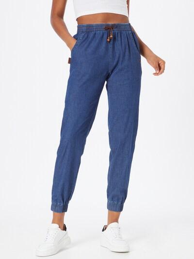 Alife and Kickin Jeans 'Alicia' i blå denim, På modell
