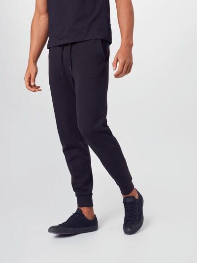 Pantaloni Calvin Klein Jeans pe negru, Vizualizare model