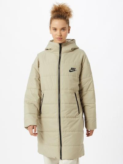 Nike Sportswear Wintermantel 'Core' in beige / schwarz, Modelansicht