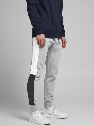 JACK & JONES Pantalon 'Will' en gris / noir / blanc, Vue avec modèle