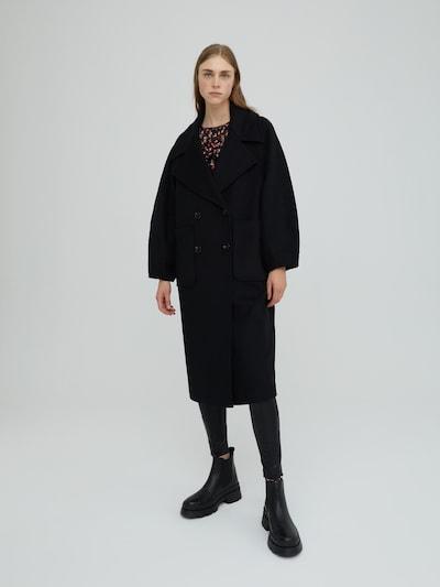 EDITED Mantel 'Daria' in schwarz, Modelansicht