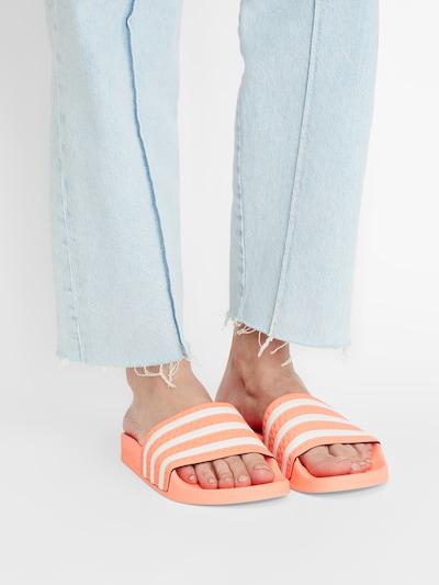 ADIDAS ORIGINALS Pantolette 'Adilette' in koralle / weiß: Frontalansicht