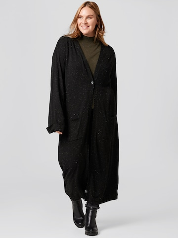 Guido Maria Kretschmer Curvy Collection Knitted Coat 'Laura' in Black