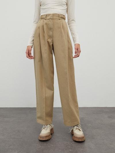 EDITED Pleated Jeans 'Chiara' in Beige, View model