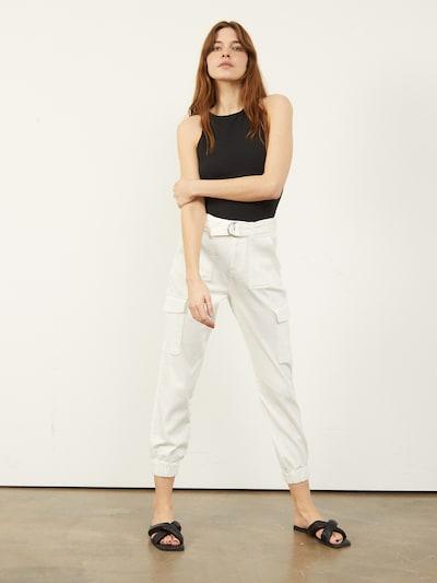 Aligne Pantalon cargo 'Cache' en blanc cassé, Vue avec produit