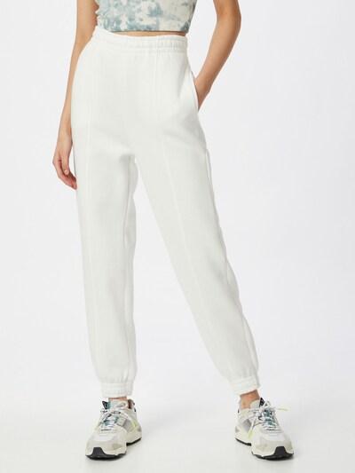 Pantaloni 'Elena' Gina Tricot pe alb, Vizualizare model