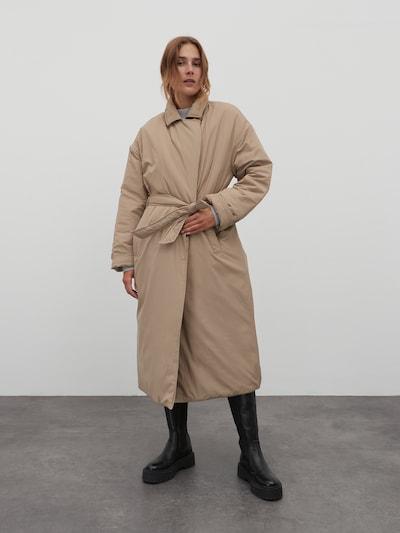 EDITED Mantel 'Yuki' in khaki, Modelansicht