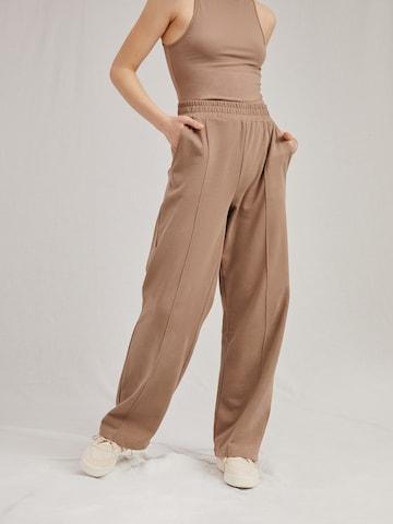 Pantalon 'May' A LOT LESS en beige