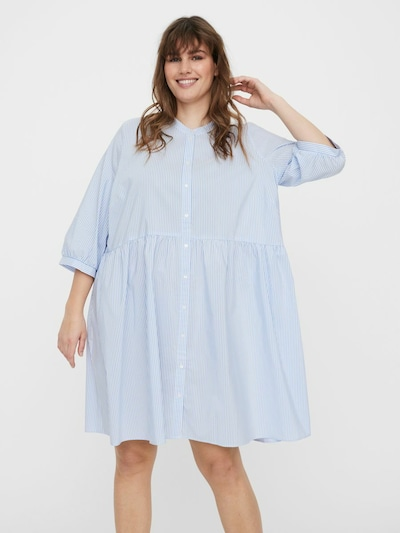 Vero Moda Curve Kleid in hellblau / weiß, Modelansicht