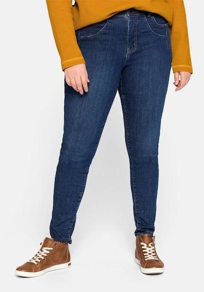 SHEEGO Jeans in de kleur Donkerblauw, Modelweergave