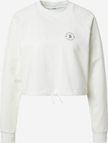 ABOUT YOU x GNTM Μπλούζα φούτερ 'Xenia' σε λευκό