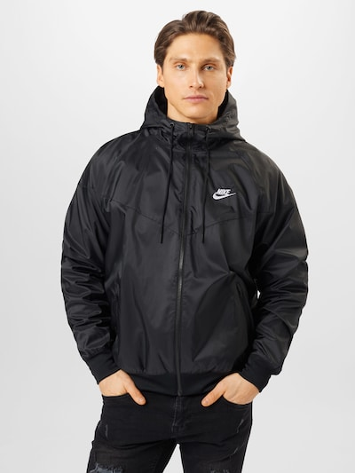 Nike Sportswear Tussenjas in de kleur Zwart / Wit: Vooraanzicht