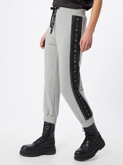 KENDALL + KYLIE Hose in grau / schwarz, Modelansicht
