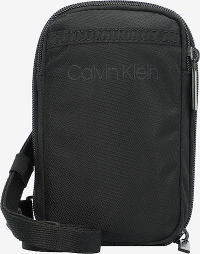 Rankinė su ilgu dirželiu iš Calvin Klein, spalva – juoda, Prekių apžvalga