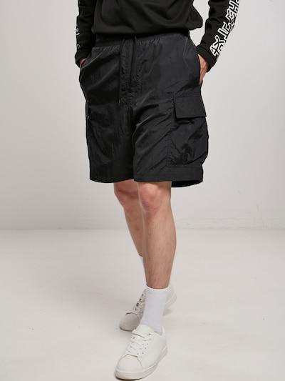 Urban Classics Big & Tall Pantalon cargo en noir, Vue avec modèle