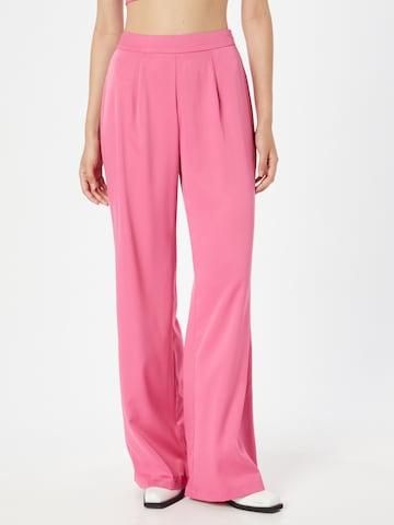 Pantaloni con pieghe di In The Style in rosa