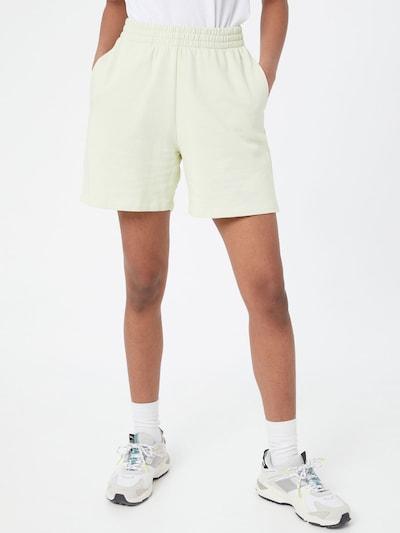 Gina Tricot Shorts 'Nora' in pastellgelb, Modelansicht