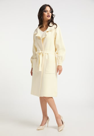 Manteau en tricot faina en blanc