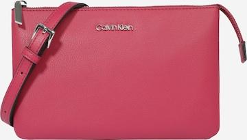 Calvin Klein Olkalaukku värissä vaaleanpunainen