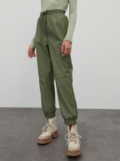 EDITED Pantalon 'Madison' en olive, Vue avec modèle