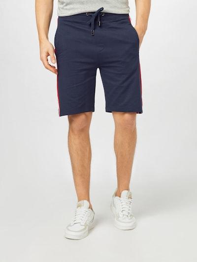 JOOP! Jeans Pantalon ' Shorty ' en bleu marine / rouge / blanc, Vue avec modèle