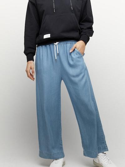 mazine Broek ' Chilly ' in de kleur Blauw denim, Modelweergave