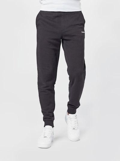 Pantaloni Calvin Klein pe negru, Vizualizare model
