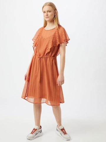Rochie de la ICHI pe portocaliu